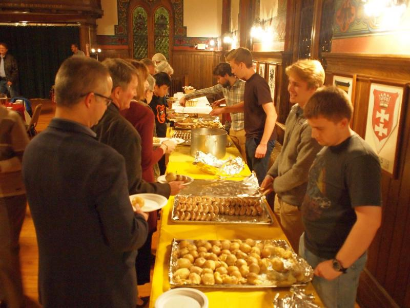 2018-11-11 Lutherfest Loyola Volunteers Serving